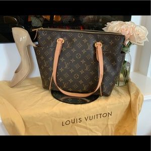 Louis Vuitton Shoulder Bag - Dust Bag Included